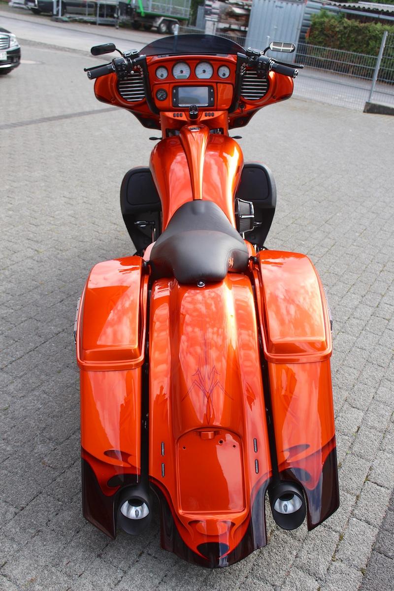 Street_Glide_Bagger_fire3.jpg