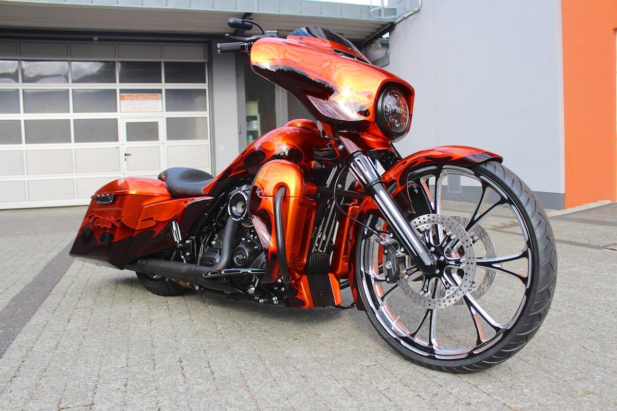 Street_Glide_Bagger_fire5.jpg